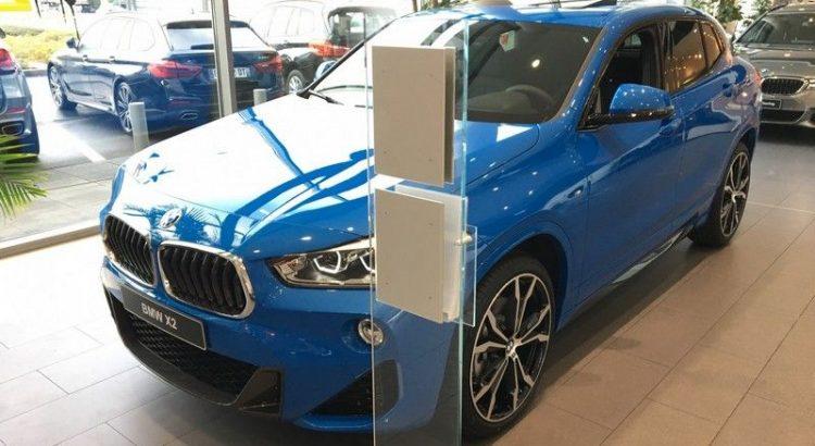 BMW X2 bleu